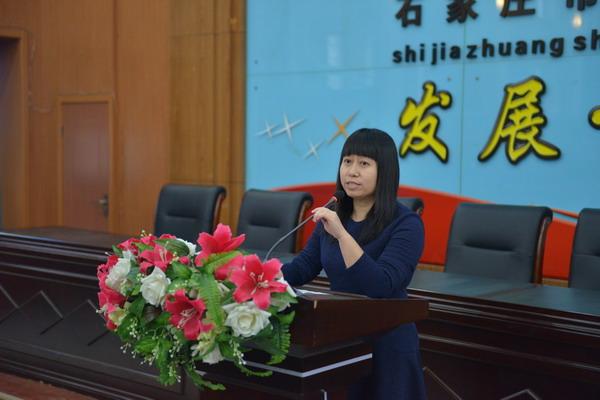 高一年级主任王润萍老师主持交流会
